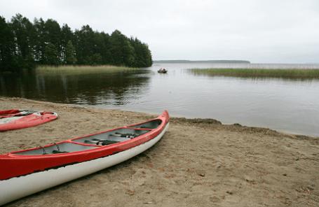 На берегу Сямозера в Пряжинском районе, где в ночь на 19 июня в результате шторма погибли 14 детей - участники туристической группы из Москвы.
