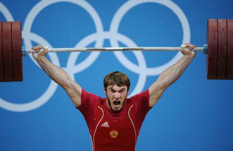 Апти Аухадов во время соревнований по тяжелой атлетике среди мужчин в весовой категории до 85 кг на ХХХ летних Олимпийских играх.