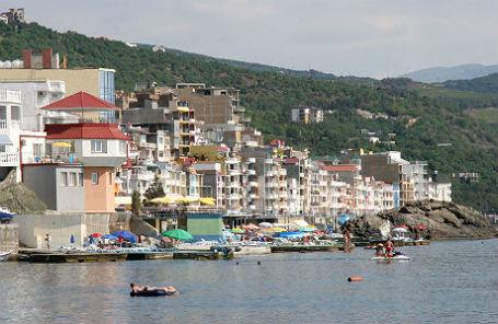 Побережье поселка Малый Маяк в Крыму.