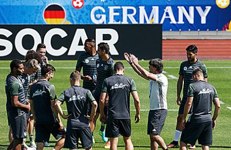 Сборная Германии на тренировке.