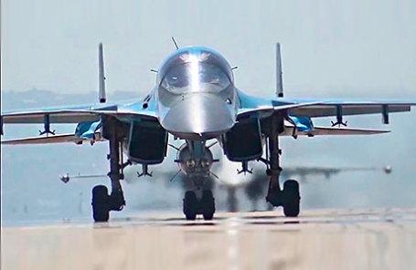 Многофункциональные бомбардировщики Су-34.