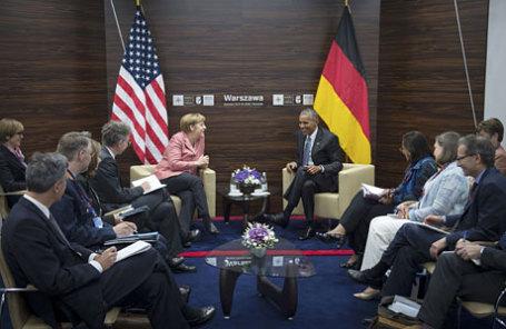 Канцлер Германии Ангела Меркель на встрече с президентом США Бараком Обамой на саммите НАТО в Варшаве.