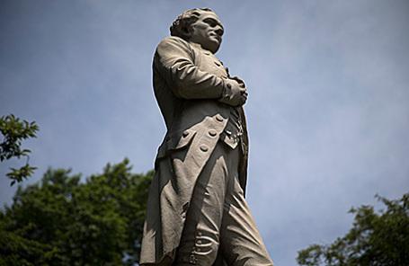 Памятник Александру Гамильтону.
