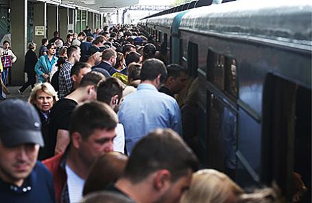 Пассажиры на платформе станции метро «Выхино» Таганско-Краснопресненской линии.