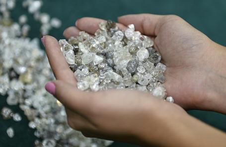 Добыча и изготовление алмазов и бриллиантов на Мирнинском горно-обогатительном комбинате ОАО «АЛРОСА».