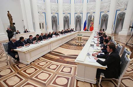 Во время первого заседания Совета при президенте России по стратегическому развитию и приоритетным проектам, которое прошло в Кремле.