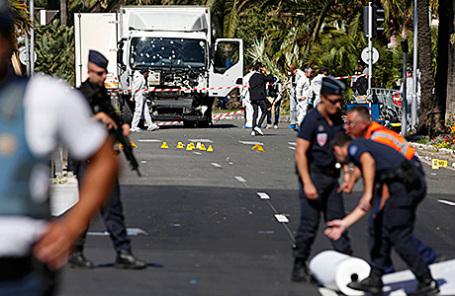 Полиция на месте теракта в Ницце, 15 июля 2016.