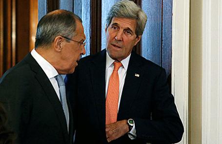 Министр иностранных дел России Сергей Лаврои и госсекретарь США Джон Керри (слева направо) на встрече в Москве, 15 июля 2016.