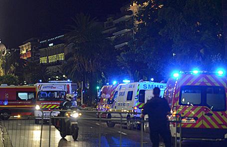 На месте теракта в Ницце, 14 июля 2016.