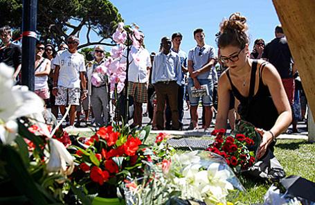На месте теракта в Ницце, 15 июля 2016.
