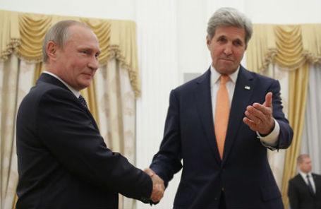 Президент РФ Владимир Путин и государственный секретарь США Джон Керри (слева направо) во время встречи в Кремле.