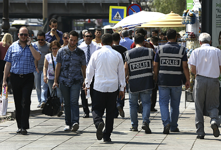 Ситуация возле здания суда в Анкаре, где проходит допрос военных после попытки госпереворота.