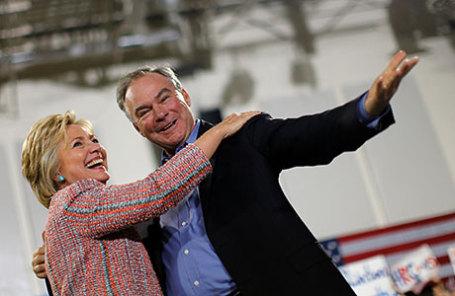 Кандидат в президенты США Хиллари Клинтон и сенатор от штата Вирджиния Тим Кейн.