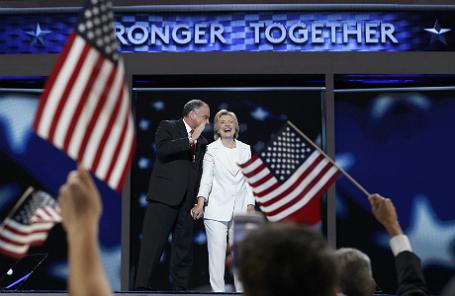 Хиллари Клинтон и сенатор Тим Кейн.