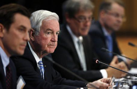 Президент Всемирного антидопингового агентства Крейг Риди (второй слева).