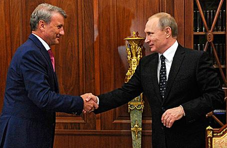 Президент, председатель правления Сбербанка России Герман Греф и президент России Владимир Путин (слева направо) во время встречи в Кремле, 4 августа 2016.
