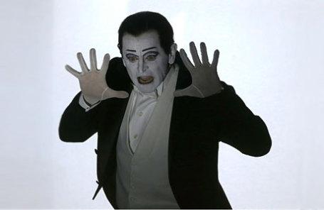 Балетмейстер Михаил Барышников в моноспектакле «Письмо человеку» в постановке режиссера Роберта Уилсона в Латвийской национальной опере.
