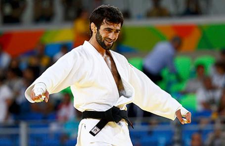 Беслан Мудранов после победы в поединке за 1-е место во время финальных соревнований по дзюдо среди мужчин в весовой категории до 60 кг на XXXI летних Олимпийских играх в Рио-де-Жанейро, 6 августа 2016.