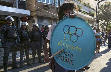 Акция протеста против Олимпийских игр в Рио-де-Жанейро.