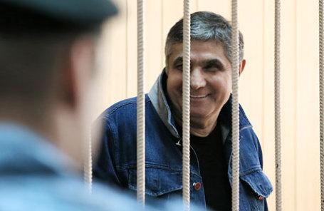 Захарий Калашов, известный также как Шакро Молодой, обвиняемый в вымогательстве 8 миллионов рублей у владельца одного из столичных ресторанов, во время рассмотрения ходатайства о продлении срока ареста в Тверском суде.