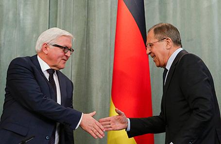 Министр иностранных дел Германии Франк-Вальтер Штайнмайер и министр иностранных дел России Сергей Лавров (слева направо).