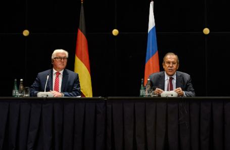 Министр иностранных дел Германии Франк-Вальтер Штайнмайер и министр иностранных дел РФ Сергей Лавров (слева направо).