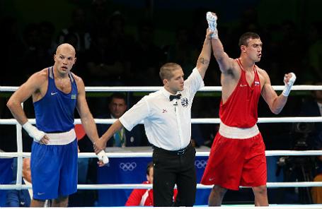Казахский спортсмен Василий Левит и российский спортсмен Евгений Тищенко (слева направо).