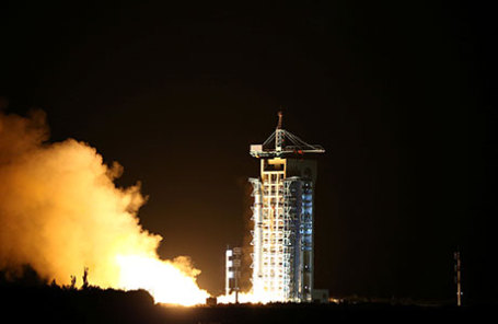 Успешный старт 600-килограммового спутника «Мо-цзы» с космодрома Цзюцюань.