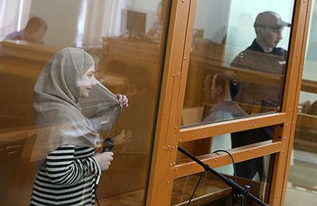 Студентка Патимат Гаджиева, обвиняемая в экстремизме, во время рассмотрения ее дела в Московском окружном военном суде.