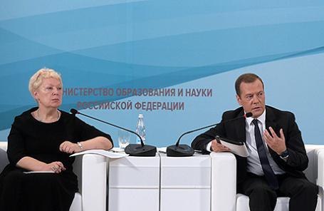 Министр образования и науки РФ Ольга Васильева (слева).