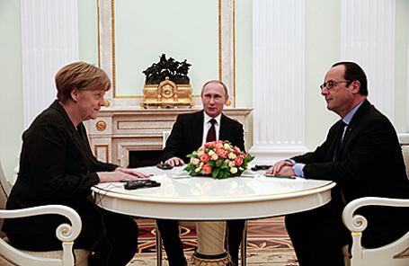 Канцлер Германии Ангела Меркель, президент России Владимир Путин и президент Франции Франсуа Олланд (слева направо).