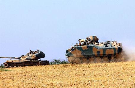 Турецкие танки на турецко-сирийской границе.