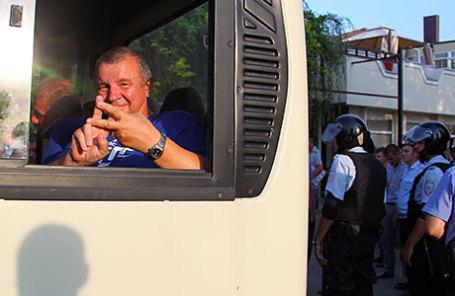 Задержанный полицией участник тракторного пробега вблизи поселка Дорожный.