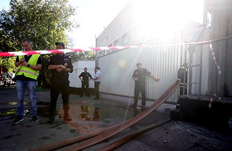 На месте пожара на складе на Алтуфьевском шоссе в Москве.