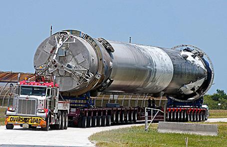 Транспортировка ракеты Falcon 9.