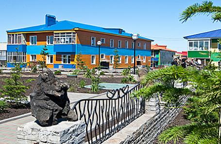 Сквер в поселке Курильск на острове Итуруп Курильской гряды.