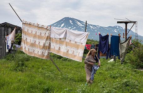 Вид на вулкан Богдан Хмельницкий из поселка Рейдово на острове Șтуруп.
