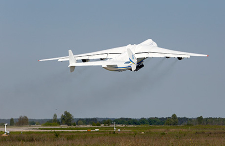 Транспортный реактивный самолёт Ан-225 «Мрия».