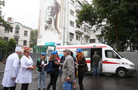 Мобильный прививочный пункт появился у станции «Бауманская» Московского метрополитена.