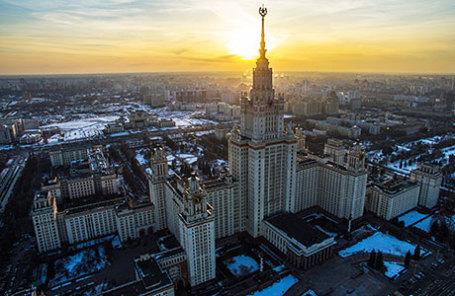 Главное здание МГУ имени М.В. Ломоносова.
