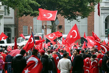 Чавушоглу: жители Турции призывают власти остановить процесс присоединения кЕС