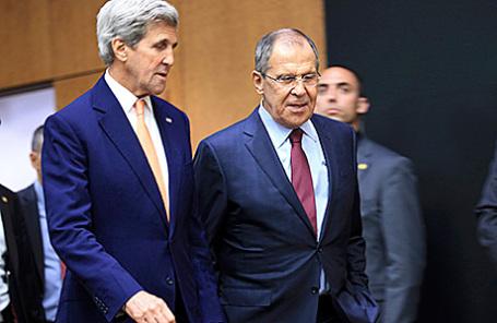 Госсекретарь США Джон Керри и министр иностранных дел России Сергей Лавров (слева направо).