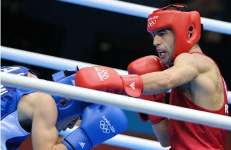 Российский боксер Миша Алоян (справа).