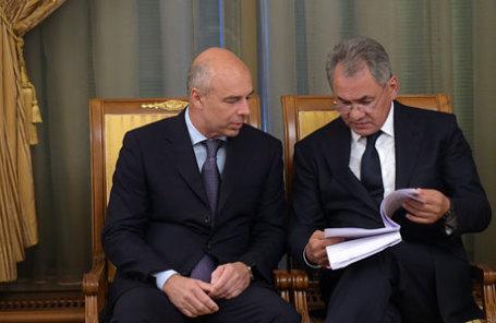 Министр финансов РФ Антон Силуанов и министр обороны РФ Сергей Шойгу (слева направо).