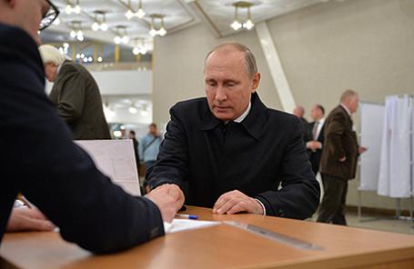 На избирательном участке №2151 во время голосования на выборах депутатов Государственной Думы.