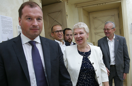 Сергей Смирнов (слева) и министр образования и науки РФ Ольга Васильева.