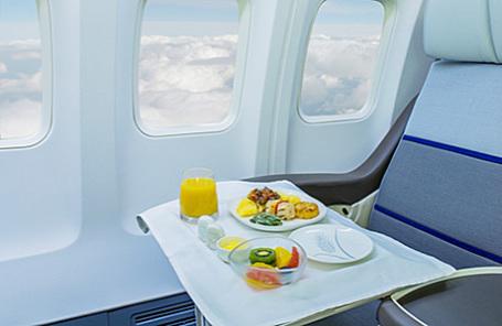 Авиакомпании начали экономить напитании пассажиров