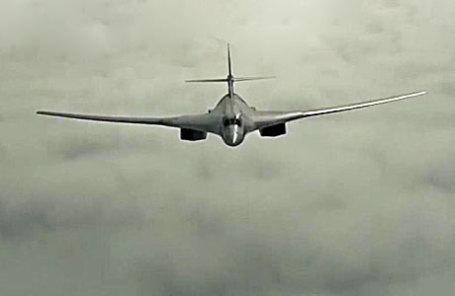 Стратегический бомбардировщик Ту-160 Дальней авиации Военно-космических сил России.