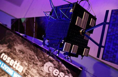 Масштабная модель космического аппарата Rosetta изображена в штаб-квартире Европейского космического агентства в Дартстадт.