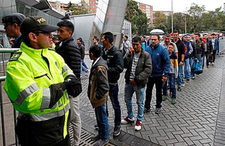 Очередь на избирательный участок в Боготе, Колумбия.